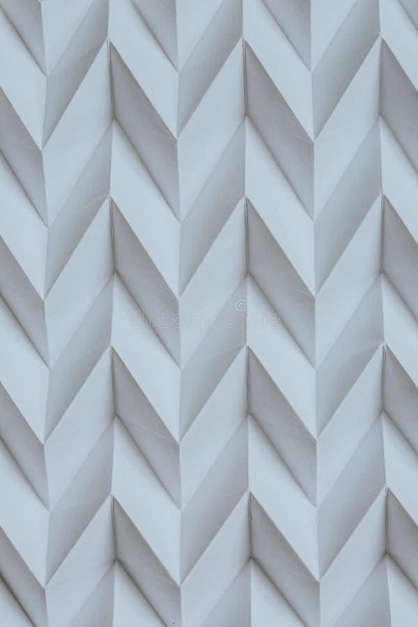 单色抽象自然纸被折叠的origami曲线锯的未来派样式 库存图片