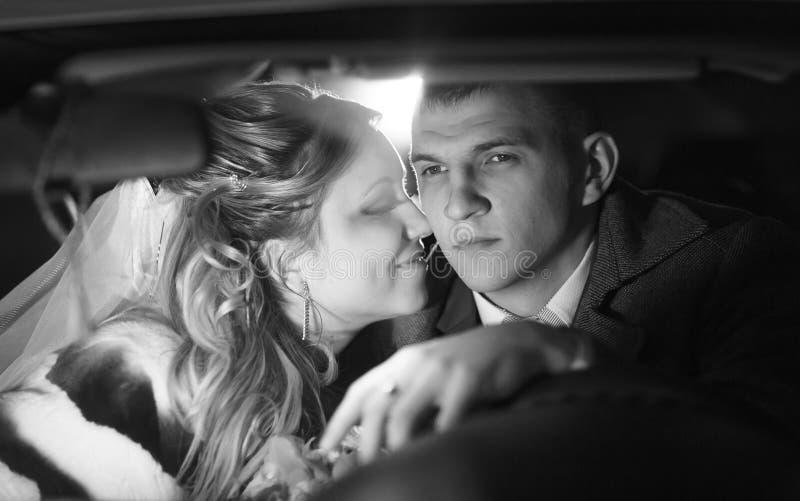 单色特写镜头画象新娘和新郎 免版税库存照片