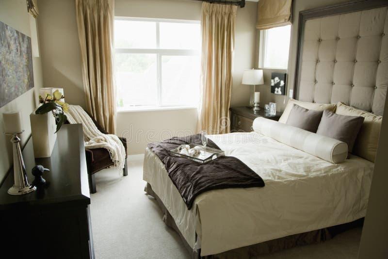 单色的卧室 免版税库存照片