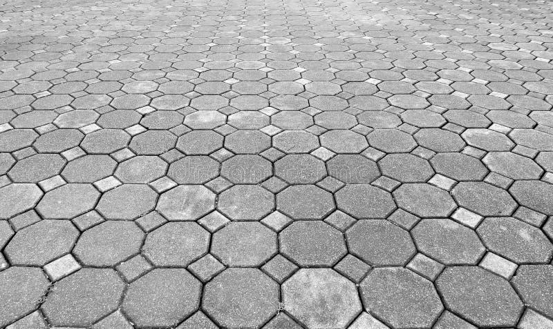 单调在地面上的难看的东西灰色砖石头透视图街道路的 边路,车道,摊铺机,路面在Vintag 库存照片