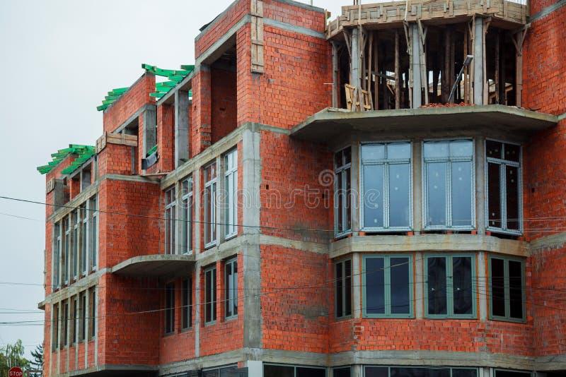 单身家庭的砖房子建设中 库存照片