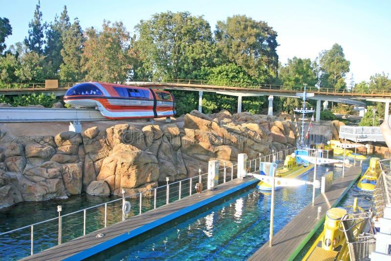 单轨铁路车和发现Nemo潜水艇远航 库存照片