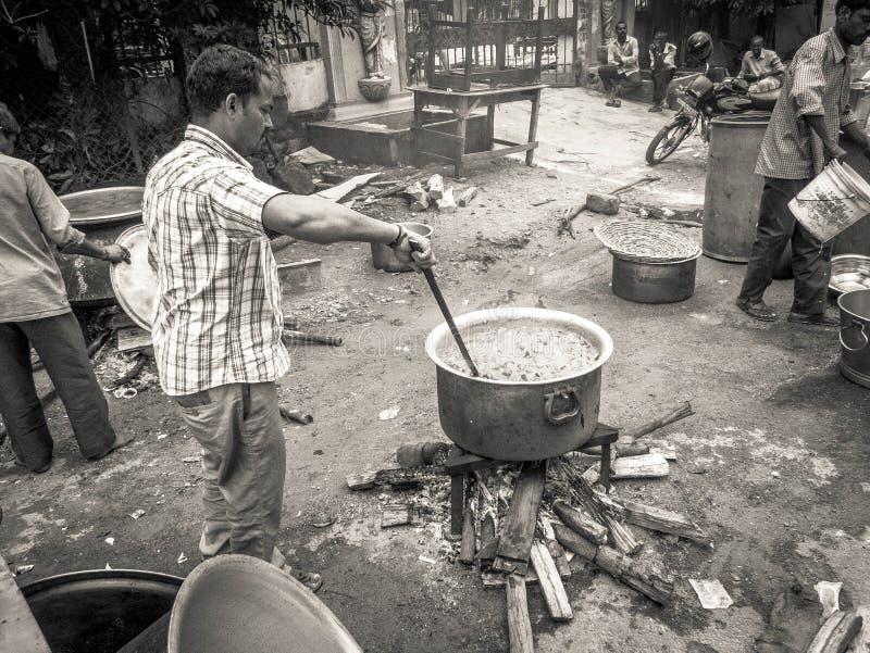 卖在街道上的食物在海得拉巴,印度 免版税库存照片