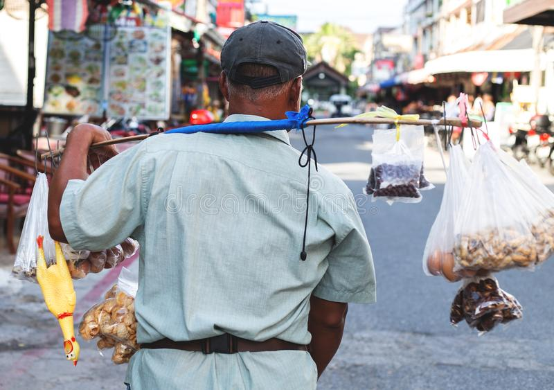 卖在街道,曼谷上的泰国摊贩快餐 免版税库存照片