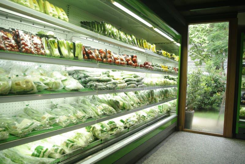 卖在超级市场上的菜行 库存照片