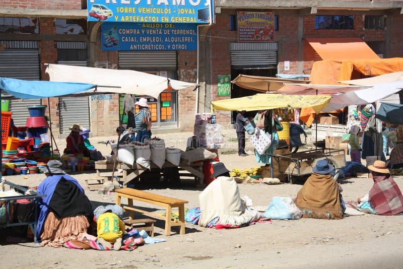 卖在El女低音,拉巴斯的街市上的妇女 库存图片