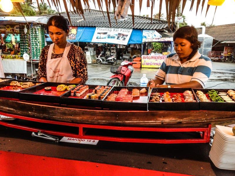 卖寿司的妇女 库存照片