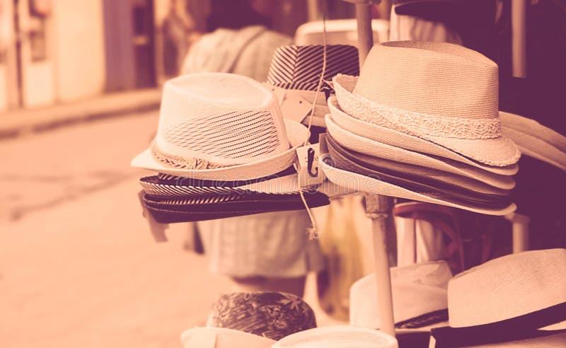 卖帽子的街市 图库摄影