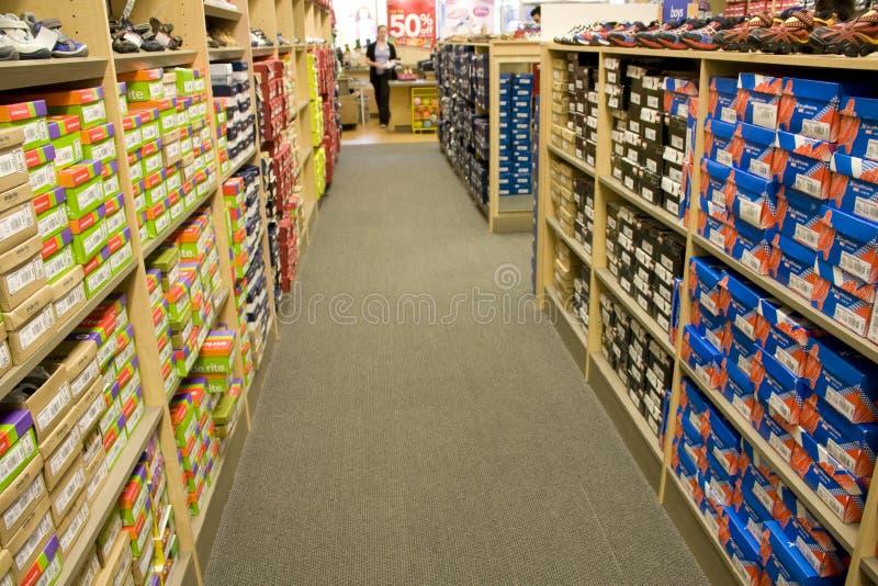 Download 孩子体育鞋店 编辑类照片. 图片 包括有 子项, 购物, boyce, 五颜六色, 大步, 运动鞋, 界面 - 30331566