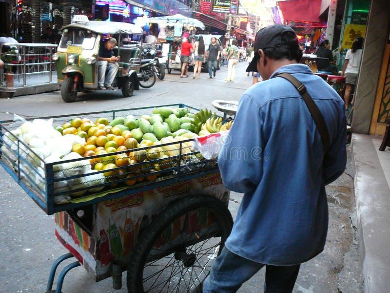 卖果子曼谷泰国的摊贩 免版税库存图片