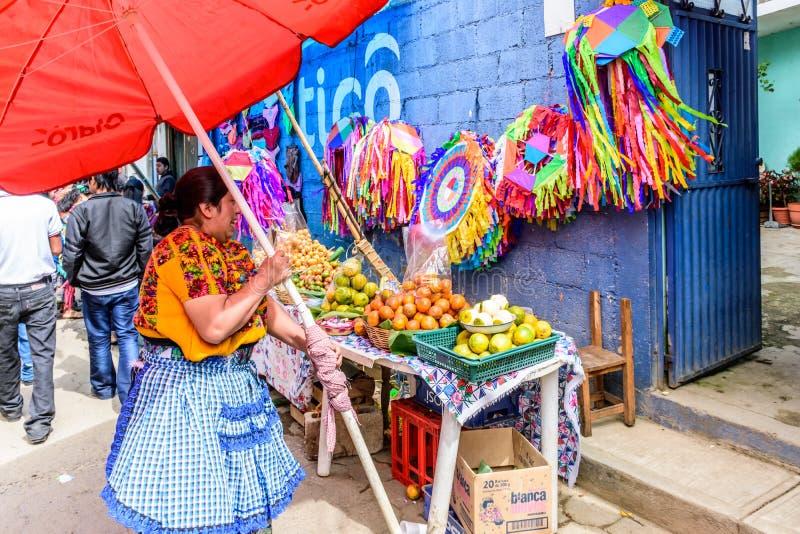 卖果子&手工制造风筝在诸圣日天,圣地亚哥Sacat 库存照片