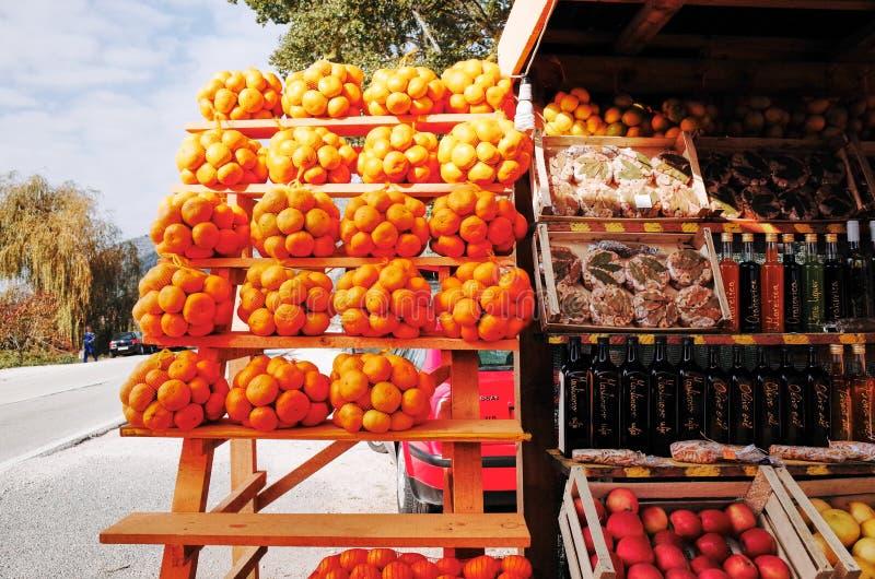 卖桔子的摊位 免版税库存图片