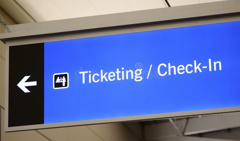 卖票,报到和乘客提取标志 免版税库存照片