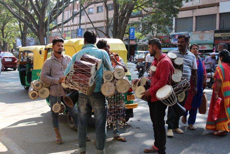 卖鼓的人们 免版税库存照片