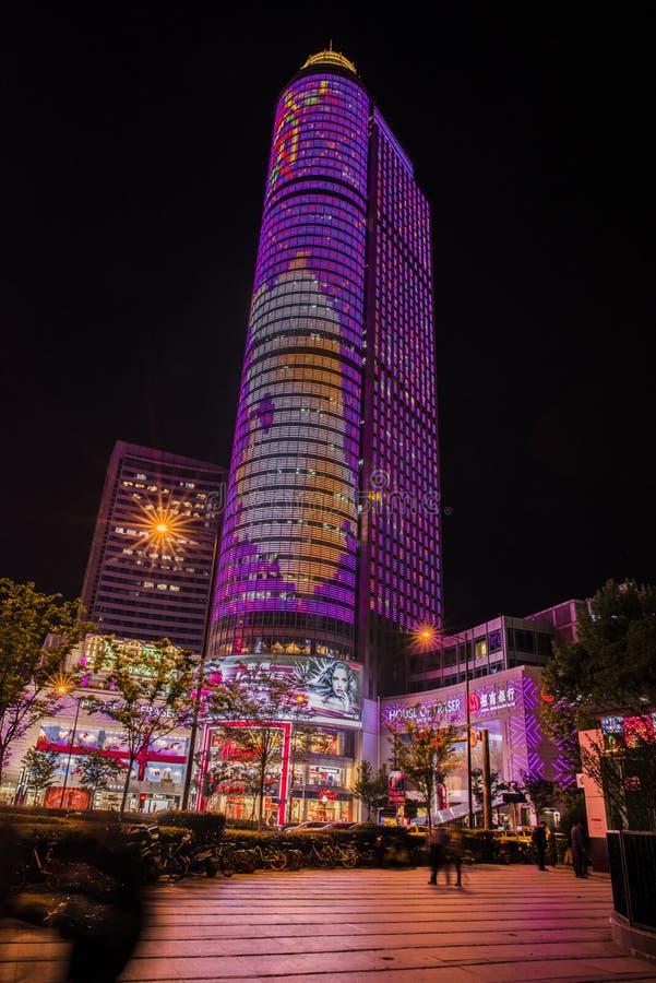 南京xinjiekou城市紫色夜场面  库存图片