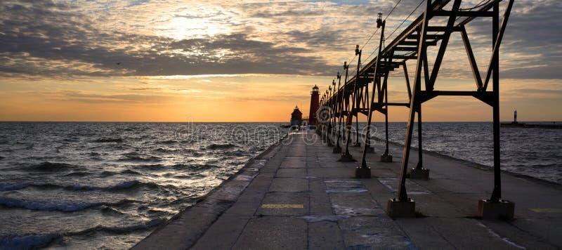 南全部避风港灯塔的pierhead 图库摄影