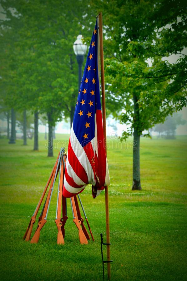 南北战争天美国国旗和枪在回合 免版税库存照片