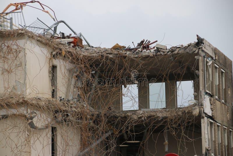 南普拉斯自治市办公室的爆破包括城镇厅在Nieuwerkerk aan小室IJssel,荷兰 免版税库存图片