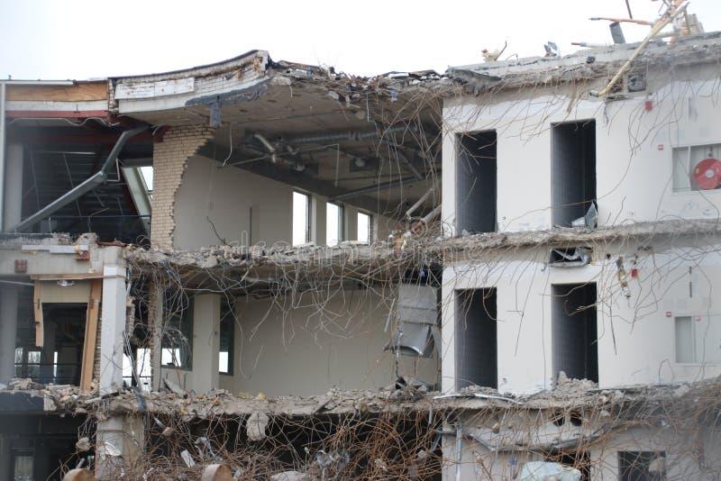 南普拉斯自治市办公室的爆破包括城镇厅在Nieuwerkerk aan小室IJssel,荷兰 库存照片