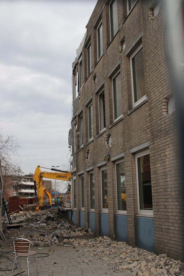 南普拉斯自治市办公室的爆破包括城镇厅在Nieuwerkerk aan小室IJssel,荷兰 免版税图库摄影