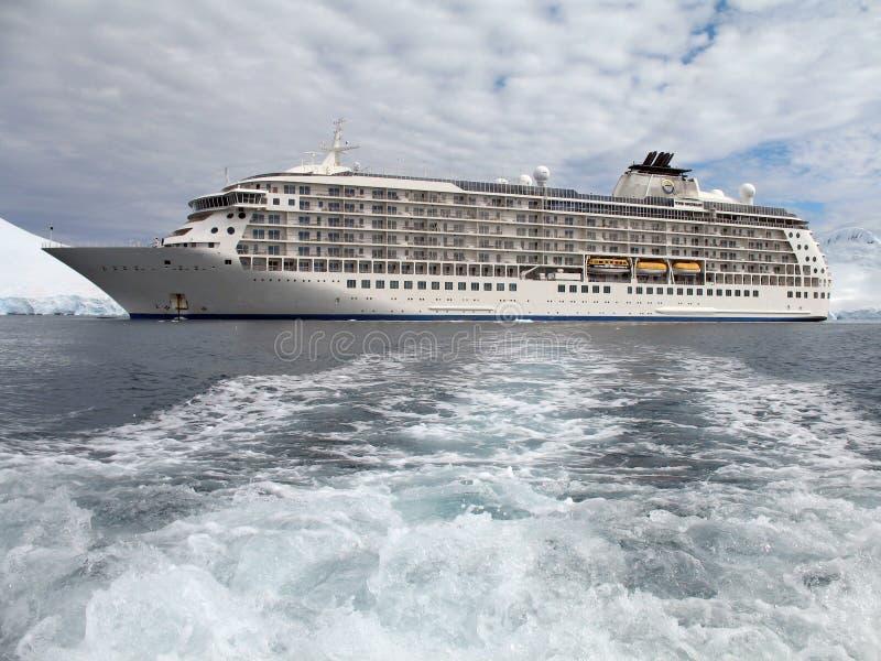 南极洲大游轮 免版税库存图片