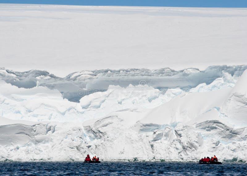 南极洲峭壁expeditioners冰 免版税库存图片