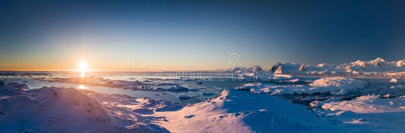 南极洲日落全景 免版税库存图片
