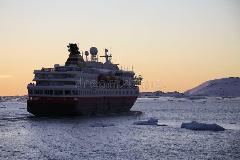 南极洲-游船-白夜 免版税库存图片