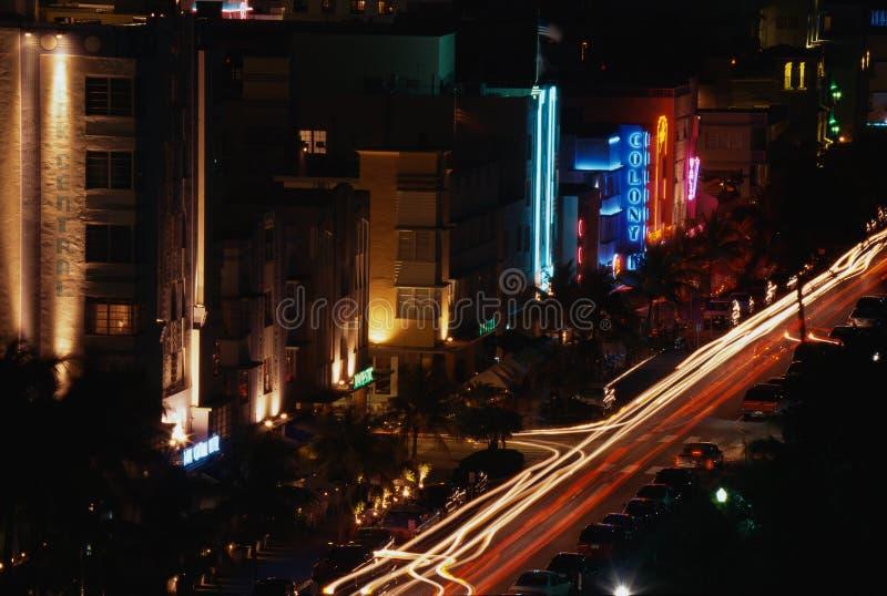 南海滩迈阿密主街上在晚上 免版税库存图片