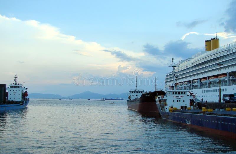 南海的越南海岸 自然风景从海和从岸 免版税库存图片