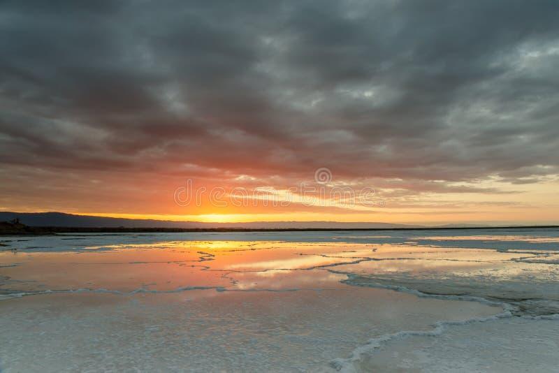 南湾盐池塘风雨如磐的天空 免版税库存照片
