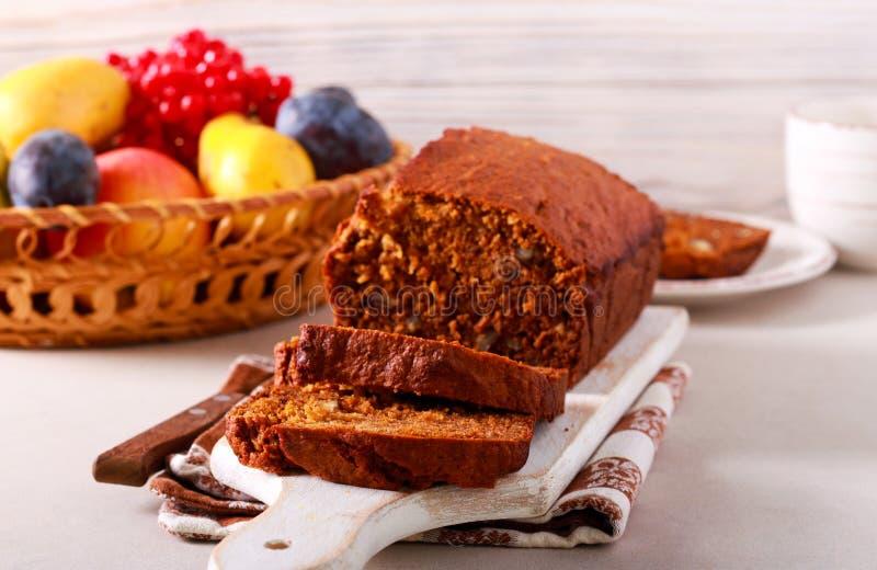 南瓜燕麦片和坚果面包 免版税库存照片
