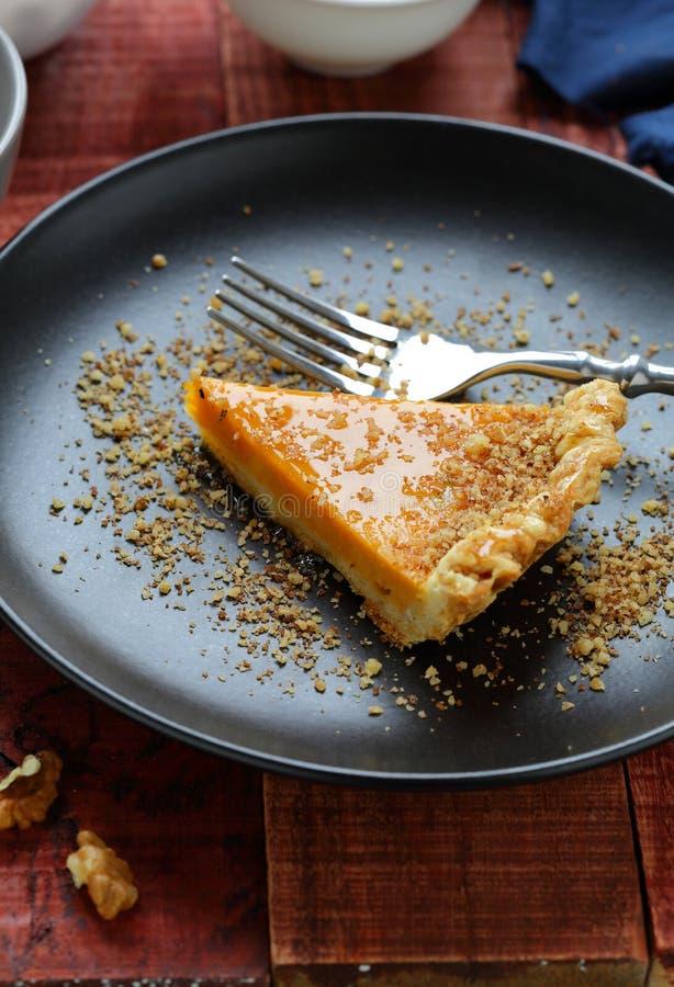 Download 南瓜馅饼用在板材的核桃 库存图片. 图片 包括有 食物, 细菌学, 点心, 温暖, 秋天, 片式, 橙色 - 62538525