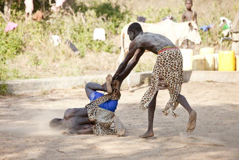 南苏丹人摔跤手 图库摄影