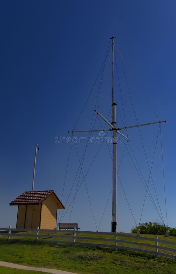 南西部岩石发信号驻地和旗竿 库存图片