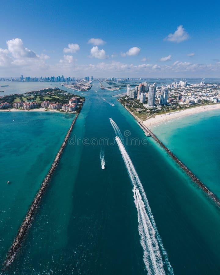 南迈阿密海滩和小船鸟瞰图视线内 图库摄影