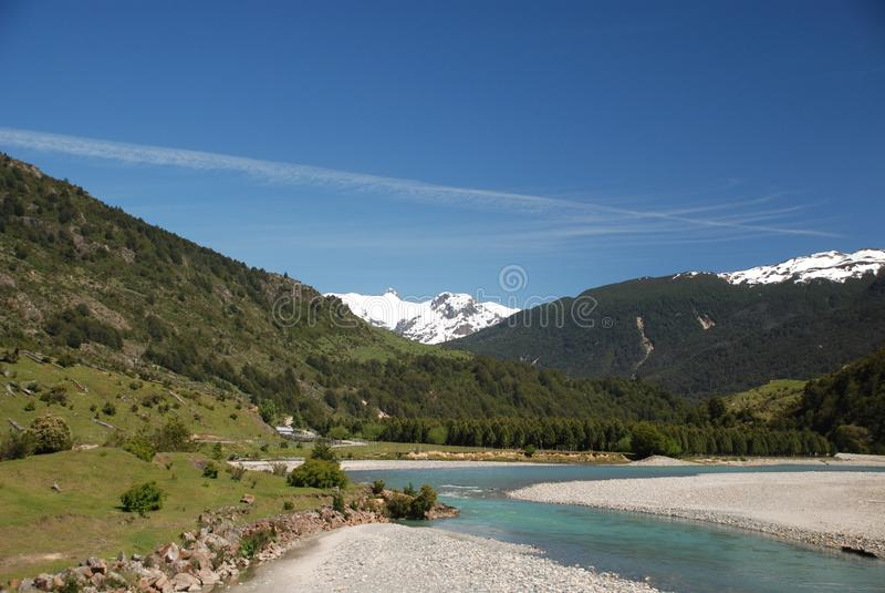 南部的智利山使与湖Carrera将军的看法环境美化 免版税库存照片