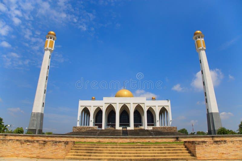 南部的清真寺泰国,祈祷的中央清真寺和大多数穆斯林喜欢给被祈祷的神在清真寺 免版税库存照片