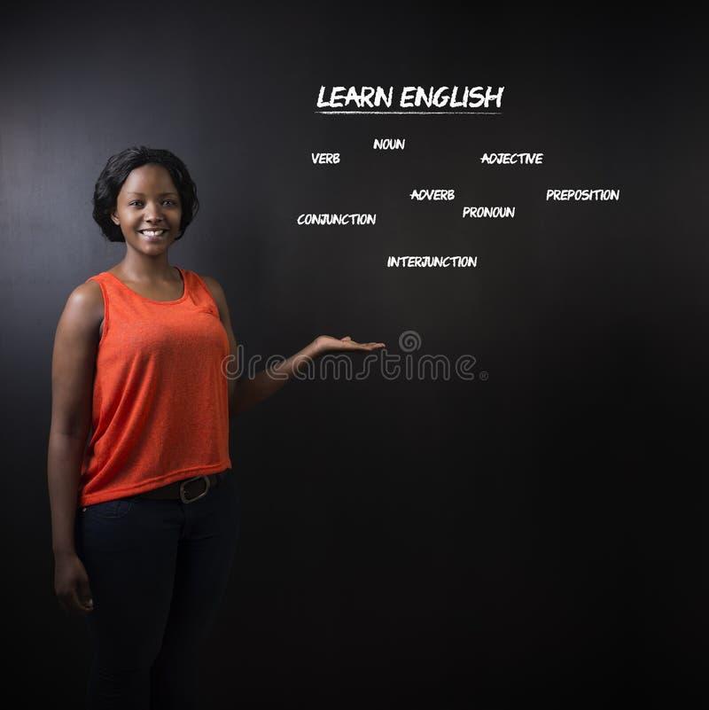 南非或非裔美国人的妇女老师或学生教学会英语 图库摄影