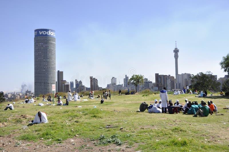 南非:在约翰内斯堡Hillbrow的看法在Vodaphone附近 免版税库存照片
