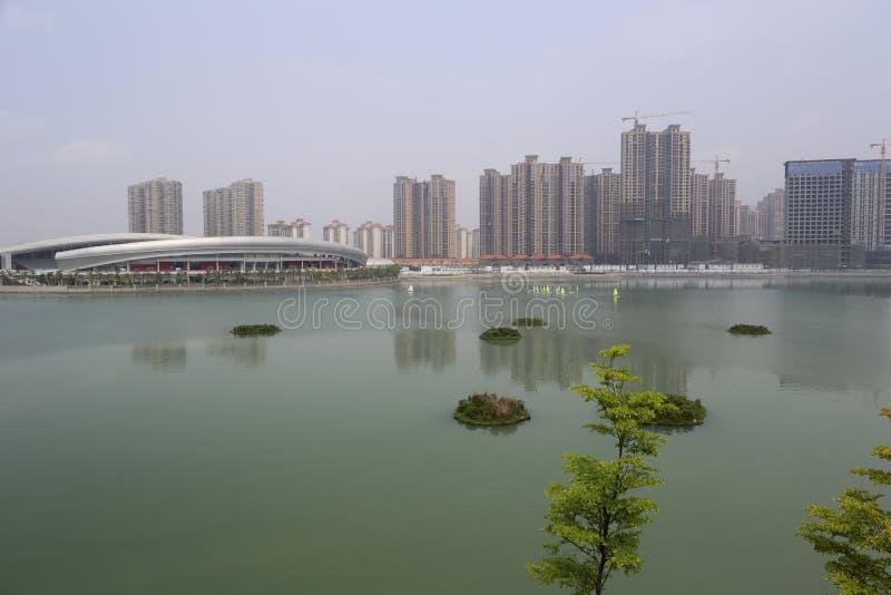 Download 南haicang湖 库存图片. 图片 包括有 绿色, 培训, 商业, 编译, 批次, 行业, 房子, 包围 - 62539907