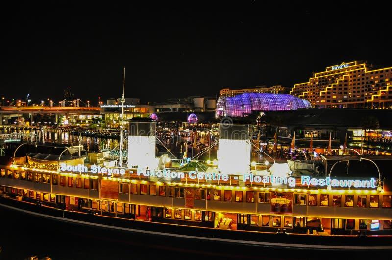 南steyne浮动餐馆和作用中心夜摄影,在亲爱的港口 库存图片