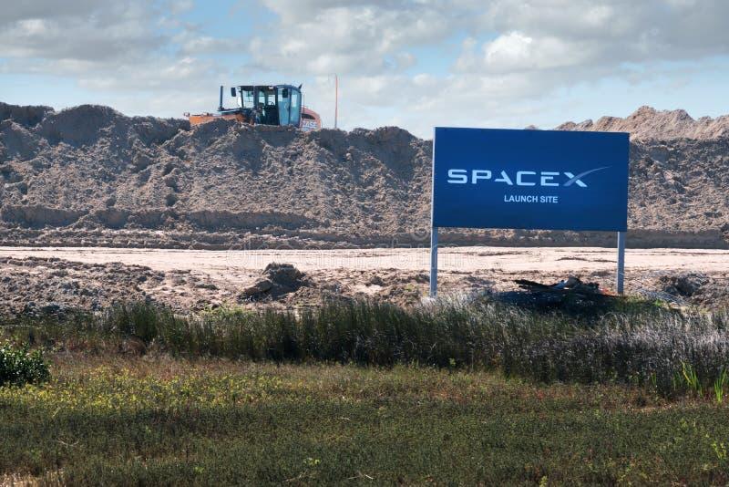 博卡奇卡村庄,得克萨斯/美国- 2019年1月20日:航空基地SpaceX发射地点的建筑 库存照片