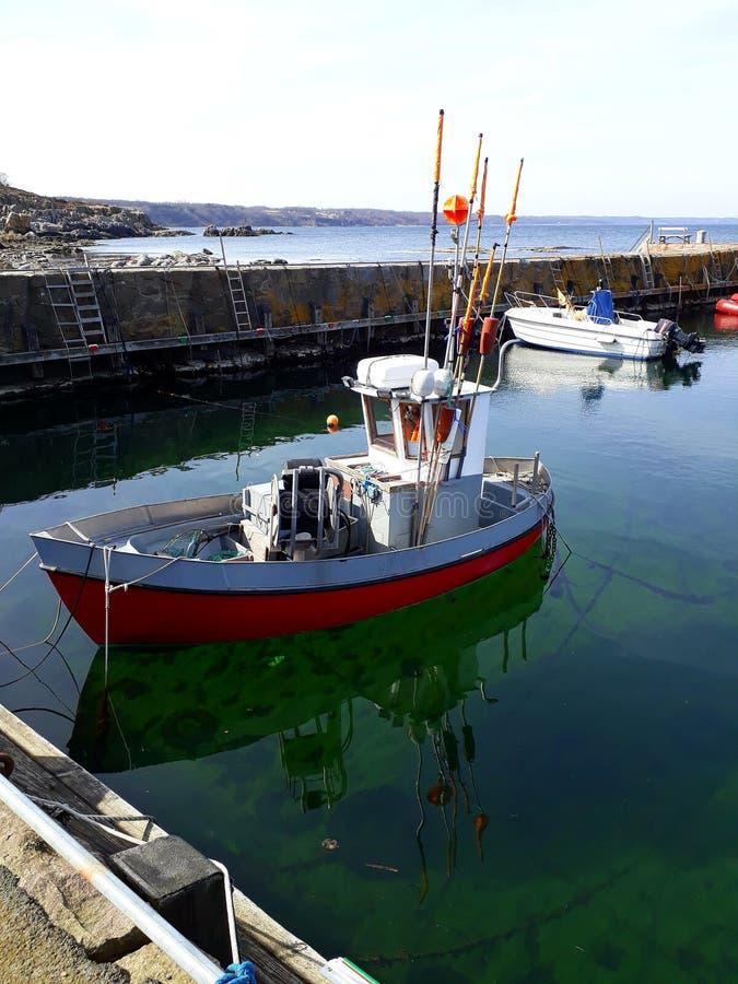博恩霍尔姆逗人喜爱的小的fisch小船 库存图片