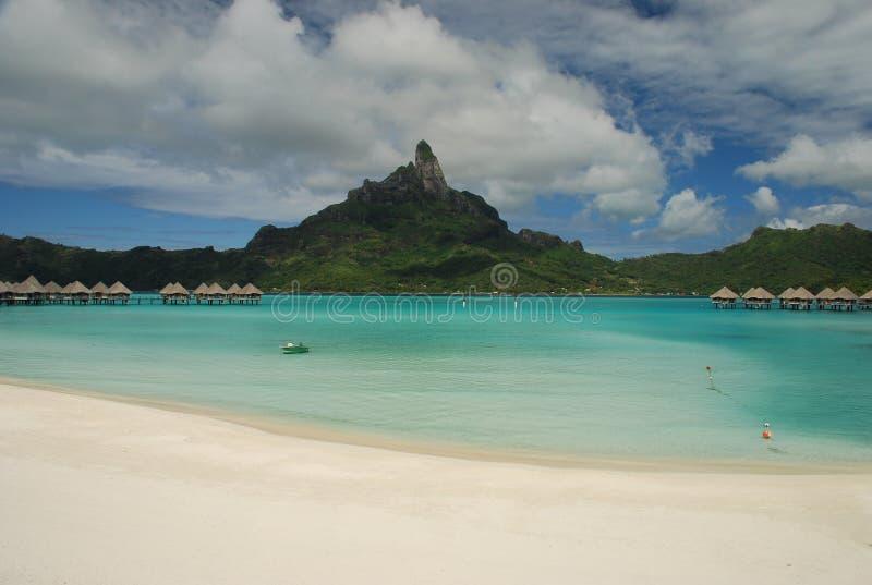 博拉博拉岛。盐水湖和mont Otemanu 免版税库存图片