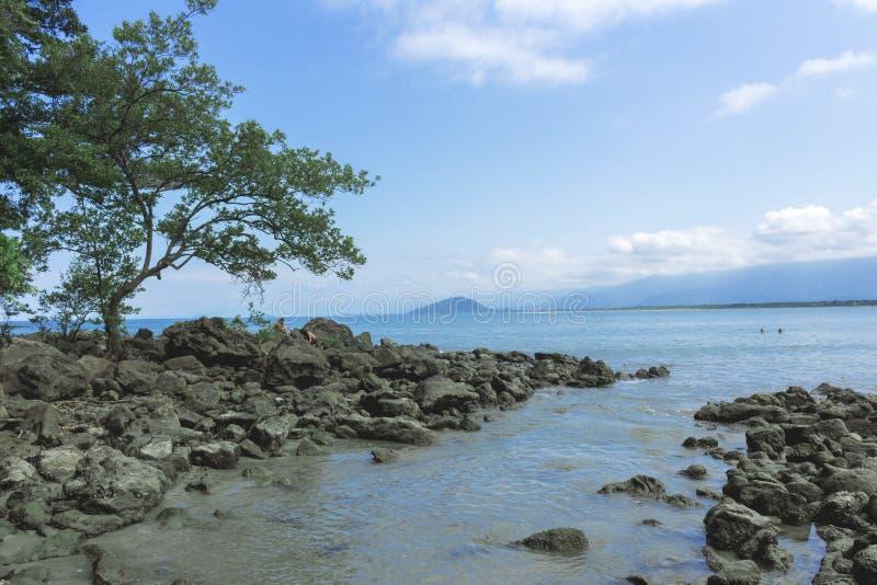 博拉博拉岛岩石足迹  库存图片
