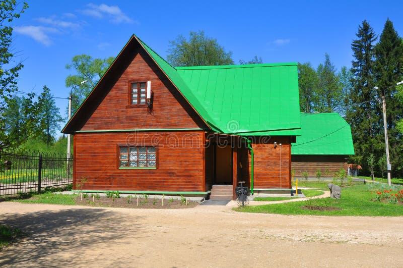 博物馆储备Abramtsevo的董事会的大厦 执行莫斯科地区俄国符号认为什么您 免版税库存图片