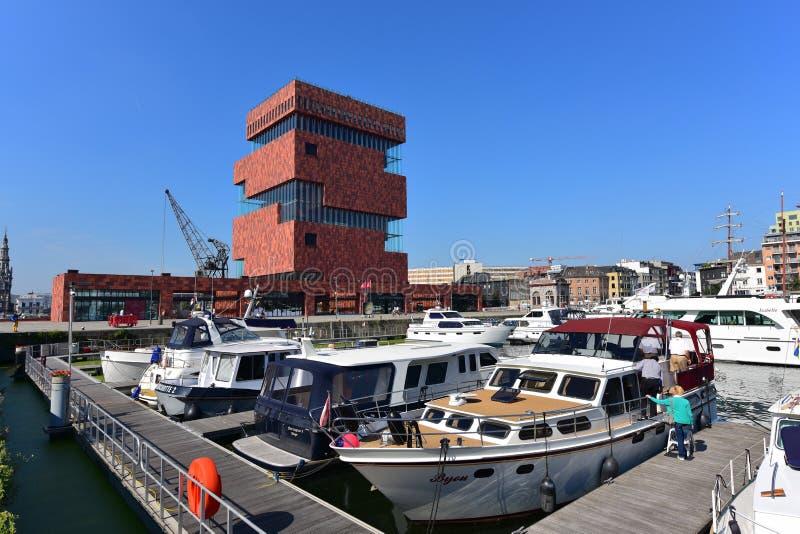 博物馆aan de沿河(MAS)位于的Stroom斯海尔德河是Neutelings Riedijk建筑师设计的60m高楼 免版税库存图片