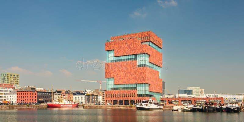 博物馆aan de沿河(MAS)的Stroom斯海尔德河位于  库存图片