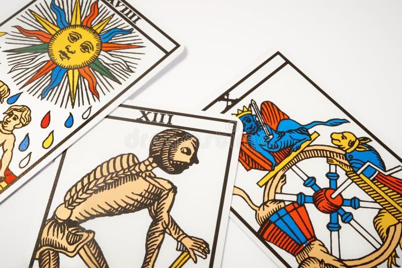 占卜的占卜用的纸牌与死亡 库存例证